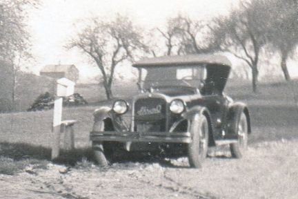 -- Aunt Tom -- -- with old cars (2)