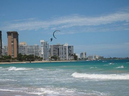 San Juan beach and paragliders 01