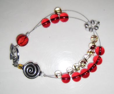 Row counter bracelet in red 02 cropped
